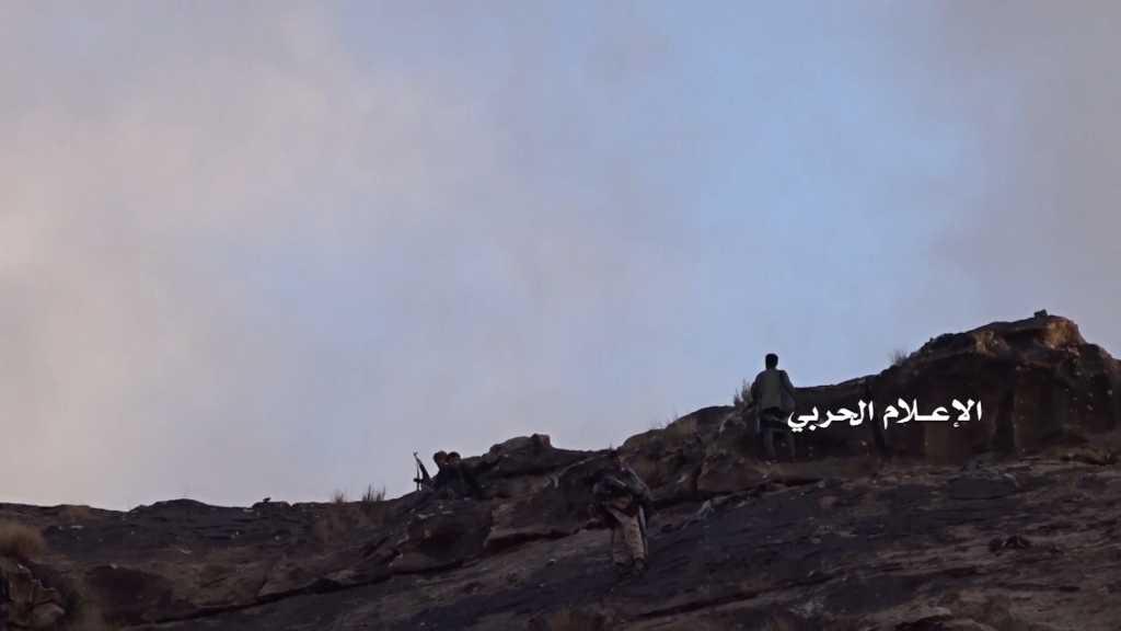 بالفيديو | إقتحام #الجيش_اليمني و #اللجان_الشعبية عدد من مواقع #تحالف_العدوان في #عسير