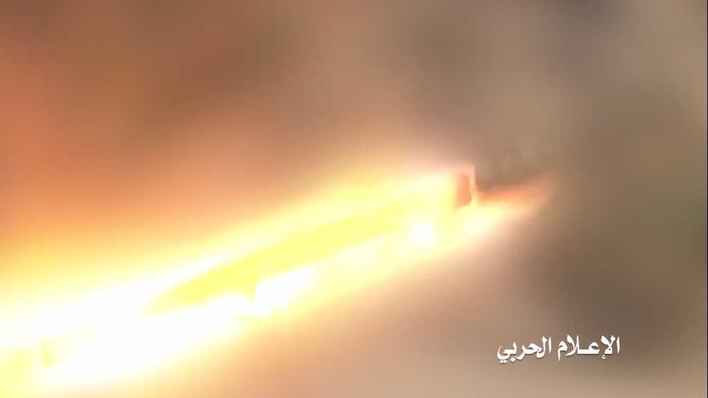 بالفيديو | إستهداف مدفعي وصاروخي لتجمعات #تحالف_العدوان السعودي قبالة منفذ الخضراء في #نجران