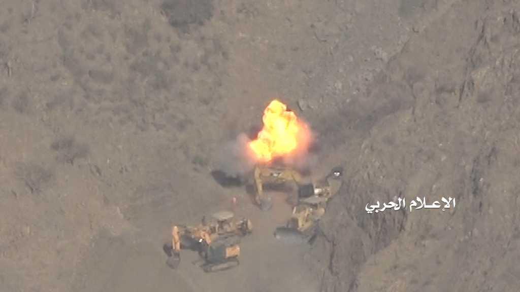 بالفيديو   تدمير جرافة سعودية في #جيزان