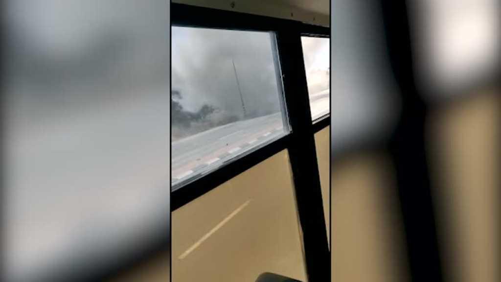 بالفيديو | سقوط صاروخ بالقرب من حافلة تقل جنود صهاينة