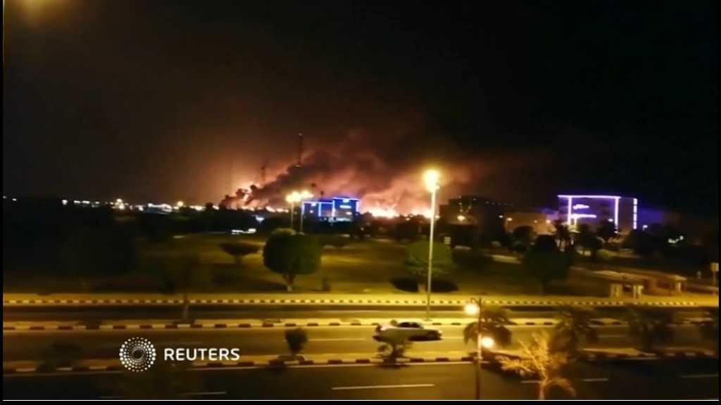 بالفيديو | اللحظات الأولى لإصابة المسيّرات اليمنية مصفاتي بقيق وخريص شرق السعودية