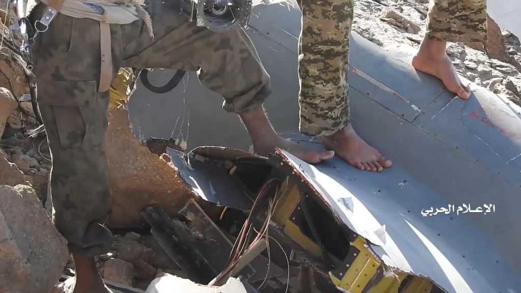 بالفيديو | حطام طائرة CH-4 التي أسقطتها الدفاعات الجوية اليمنية الأسبوع الماضي