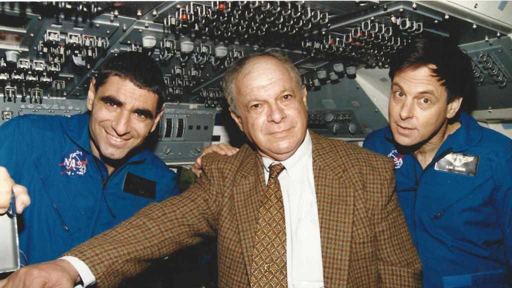 مقتل الرئيس السابق لوكالة الفضاء الإسرائيلية